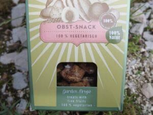 """Eine Packung mit """"Obst-Snack"""" für den Hund"""